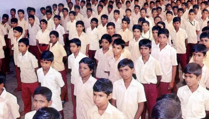 Govt பள்ளிகளில் மாணவர்களுக்கு பேஸ் ரீடிங் முறையில் வருகைப்பதிவு...