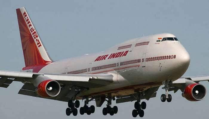 AirIndia விமானத்தில் வெக்கை பிரச்சனை; நிர்வாணமாக நடந்த பயணி...
