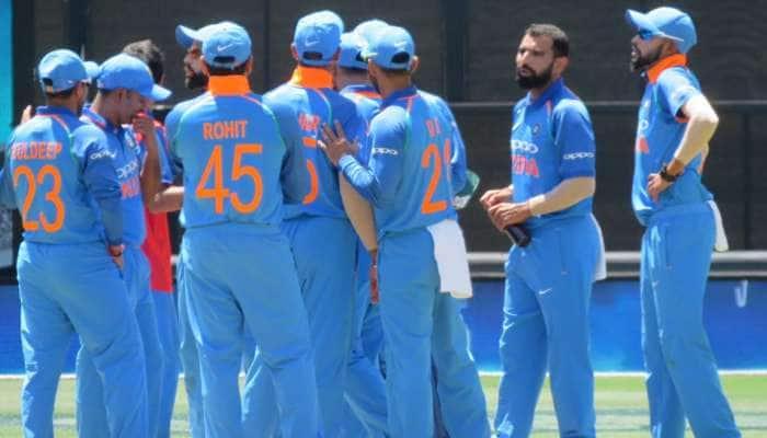 INDvsAUS: இந்தியா பந்துவீச்சில் திணறும் ஆஸ்திரேலியா அணி!