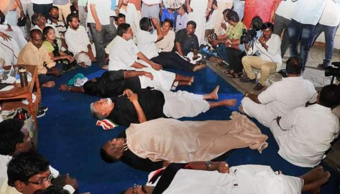 மக்களின் வரிப்பணத்தை விரயம் செய்வதாக கிரண்பேடி மீது புதுவை CM குற்றச்சாட்டு!