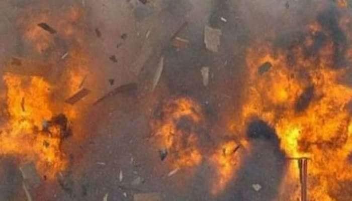 ஜம்மு காஷ்மீரில் இராணுவ முகாமில் குண்டு வெடித்தில் 2 வீரர்கள் படுகாயம்