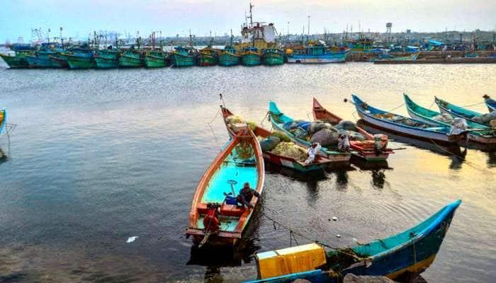 எல்லை தாண்டி மீன்பிடித்ததாக 4 தமிழக மீனவர்கள் கைது!!