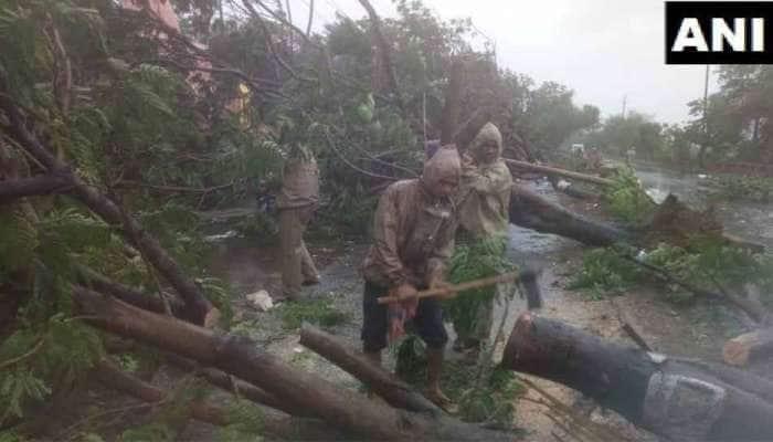 ஃபானி புயல்: ஒடிசாவில் கடும் சேதம்;  மூன்று பேர் பலி; ஒருவர் படுகாயம்
