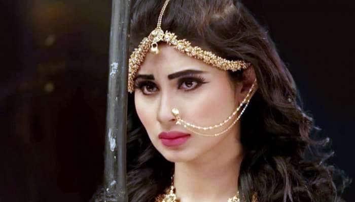 ஸ்ரீதேவி பாடலுக்கு நடனமாடிய நாகினி; வைரலாகும் Video!
