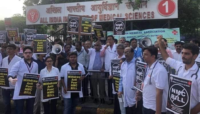 NMC மசோதா: AIIMS, சப்தர்ஜங் மருத்துவர்கள் காலவரையற்ற வேலைநிறுத்தம்!