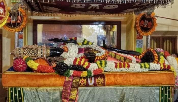 நள்ளிரவு 12.10 மணிக்கு சயன கோலத்தில் வைக்கப்பட்டார் அத்திவரதர்!