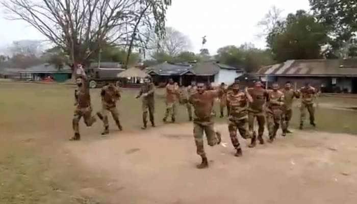 WATCH: இணையத்தில் வைரலாகும் இராணுவ வீரர்களின் கர்பா நடன வீடியோ!