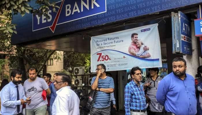 Alert! இனி Yes Bank-ல் கணக்கு வைத்திருந்தால் ஊதியம் இல்லை...