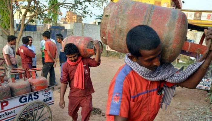 நாடு முழுவதும் LPG சிலிண்டர்களின் விலை மீண்டும் உயர்வு கண்டுள்ளது...