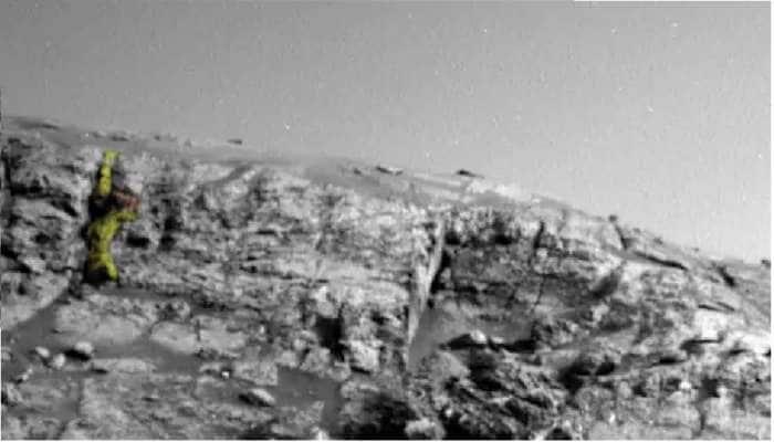 NASA வெளியிட்டுள்ள செவ்வாய் கிரக படத்தில் காணப்படும் வேற்று கிரக போர்வீரர்…!!!
