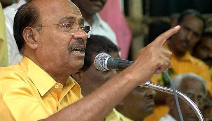 அறிஞர் அண்ணா சிலைக்கு காவிக்கொடி - PMK  கண்டனம்