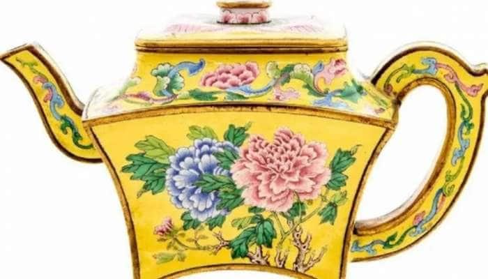 அட…வீட்ட சுத்தம் செஞ்சப்ப Tea-Pot வடிவத்துல அடிச்ச 95 லட்சம் Jackpot!!