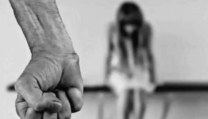 Punjab Shocker: 16 வயது சிறுமியை கடத்த தன் 19 வயது மகனுக்கு உதவிய தாய்!!