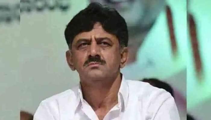 காங்கிரஸ் தலைவர்  DK Shivakumar வீட்டில் CBI சோதனை; 50 லட்சம் ரூபாய் சிக்கியது..!!!