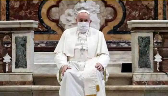 முதன்முதலாக  கொரோனாவுக்கு அடிபணிந்து மாஸ்க் போட்ட Pope Francis