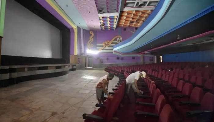 தமிழக திரையரங்குகளில் 100% பார்வையாளர்கள் அனுமதி குறித்து  திங்களன்று இறுதி முடிவு