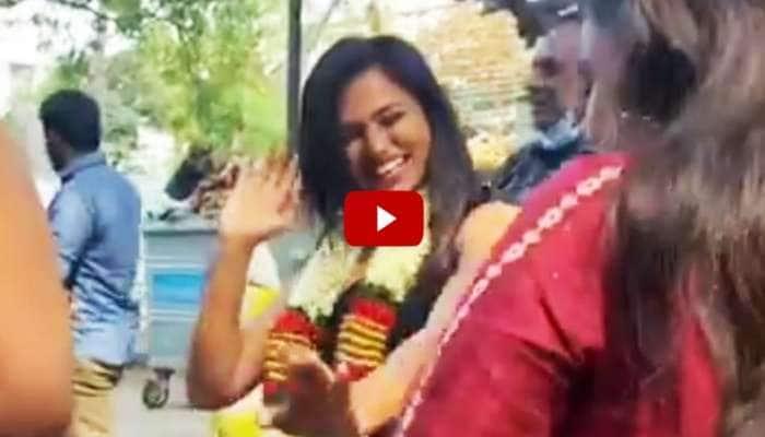 மேளதாளத்துடன் ரம்யா பாண்டியனுக்கு அமோக வரவேற்பு- வைரலாகும் வீடியோ!