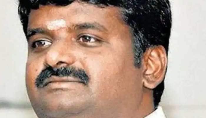 கொரோனா தடுப்பூசியை போடும் டாக்டர் alias அமைச்சர் விஜயபாஸ்கர்