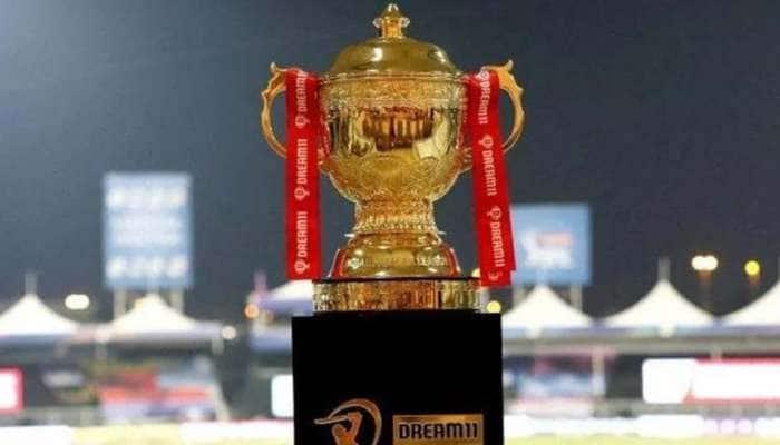 IPL 2021 அணிகளில் இடம் பெற்ற & OUT ஆன வீரர்கள், முழுமையான பட்டியல்
