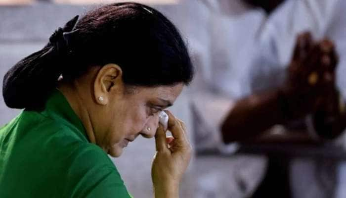 ஜெயலலிதாவின் ஆருயிர் தோழி சசிகலாவுக்கு Covid-19 உறுதியானது, ICUவில் அனுமதி