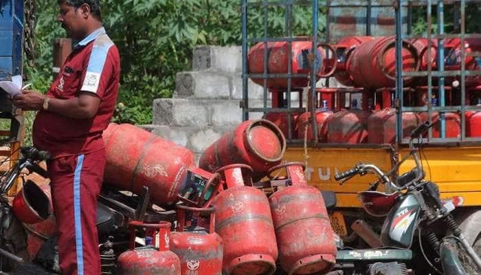 Gas இணைப்புடன் உங்க ஆதார் எண்ணை இணைக்க ஒரே ஒரு SMS போதும்..!