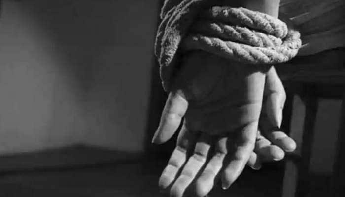 Pakistan பிரதமர் இம்ரானின் கட்சி அலுவலகத்தில் பத்திரிகையாளர் மானபங்கம்!!!