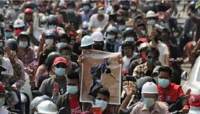 கலவர பூமியாகும் மியான்மார்; Aung San Suu Kyi கட்சி அதிகாரி போலீஸ் காவலில் மரணம்