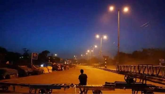 மீண்டும் இரவு நேர ஊரடங்கு: அத்தியாவசிய சேவைகளுக்கு மட்டும் Metro train, bus சேவைகள்
