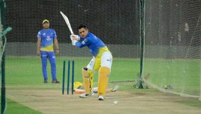 IPL 2021, CSK vs DC: போட்டிக்கு முன்னால் nets-ல் பட்டையைக் கிளப்பும் தல தோனி, watch video