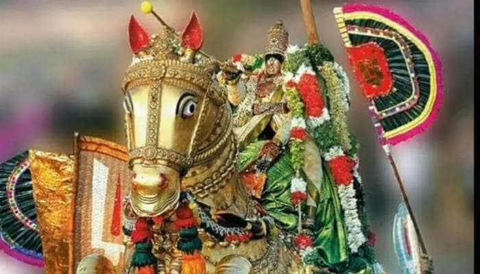 சித்திரை திருவிழா: கோவில் வளாகத்தில் கள்ளழகர் ஆற்றில் இறங்கும் வைபவம்