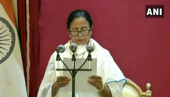 மேற்கு வங்க முதலமைச்சராக 3வது முறையாக பதவி ஏற்றார் மம்தா பானர்ஜி!