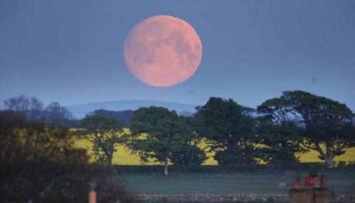 Moon Day 2021: நிலவே என்னிடம் நெருங்காதே என்றாலும், பார்க்க பரவசமூட்டும் சந்திரன்