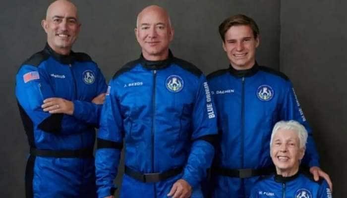 Watch Video: விண்வெளியில் விளையாடிய Jeff Bezos-ன் வைரல் வீடியோ