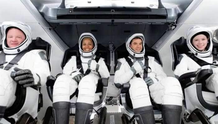 இனி நாமளும் விண்வெளி சுற்றுலா போகலாம்: முன்னோடியானது SpaceX